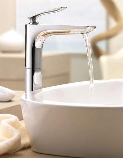 Bateria umywalkowa Kludi Balance w łazience pełnej harmonii