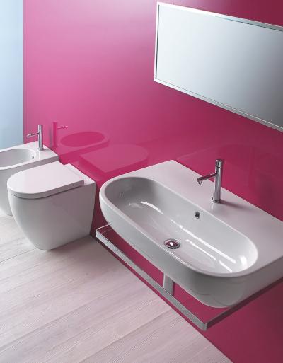Łazienka dwukolorowa – sprawdź, jak łączyć kolory i jakie barwy są modne!