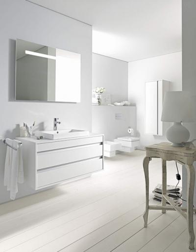 25 Pomysłów – Biała Łazienka z Drewnem Czy w Bieli i Szarości? Łazienka w Bieli – Inspiracje, Aranżacje, Porady