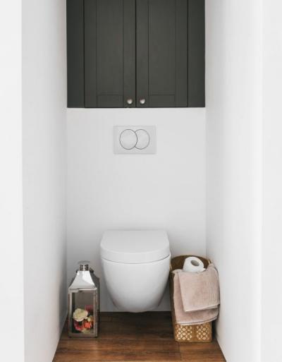 Deante Peonia – miska WC wisząca bez kołnierza, bidet wiszący, zestawy prysznicowe